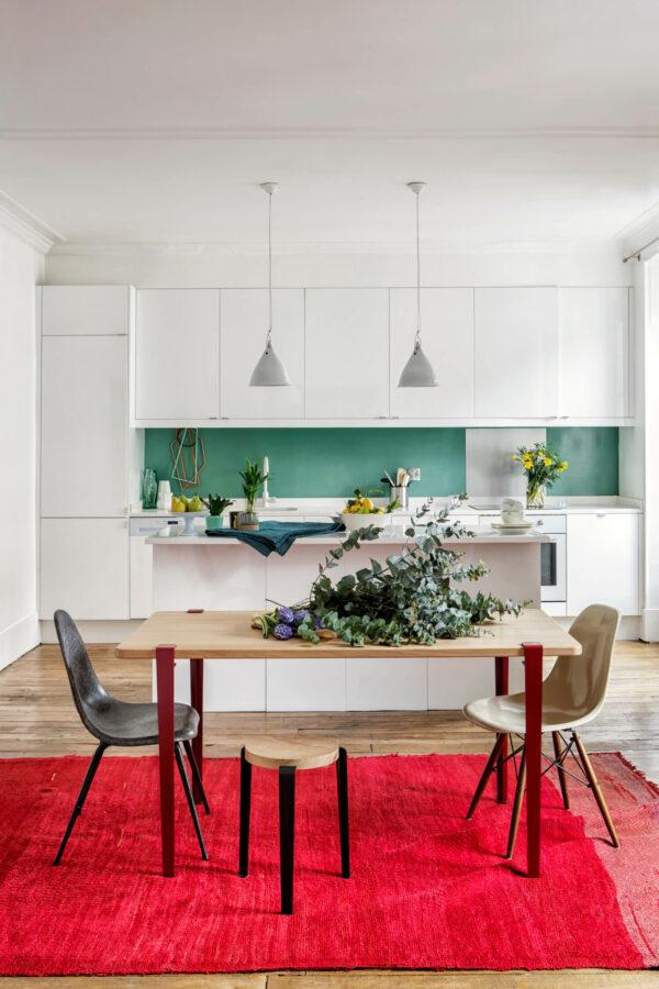 Table de cuisine TIPTOE chêne pieds rouge tabouret LOU noir