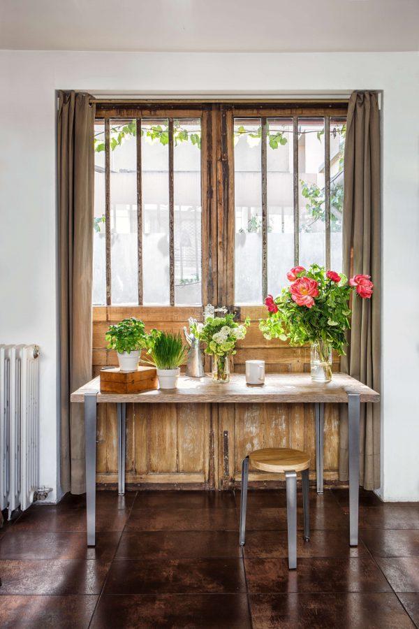 Table TIPTOE en vieux bois chêne et pieds 75cm acier brut + tabouret LOU acier brut