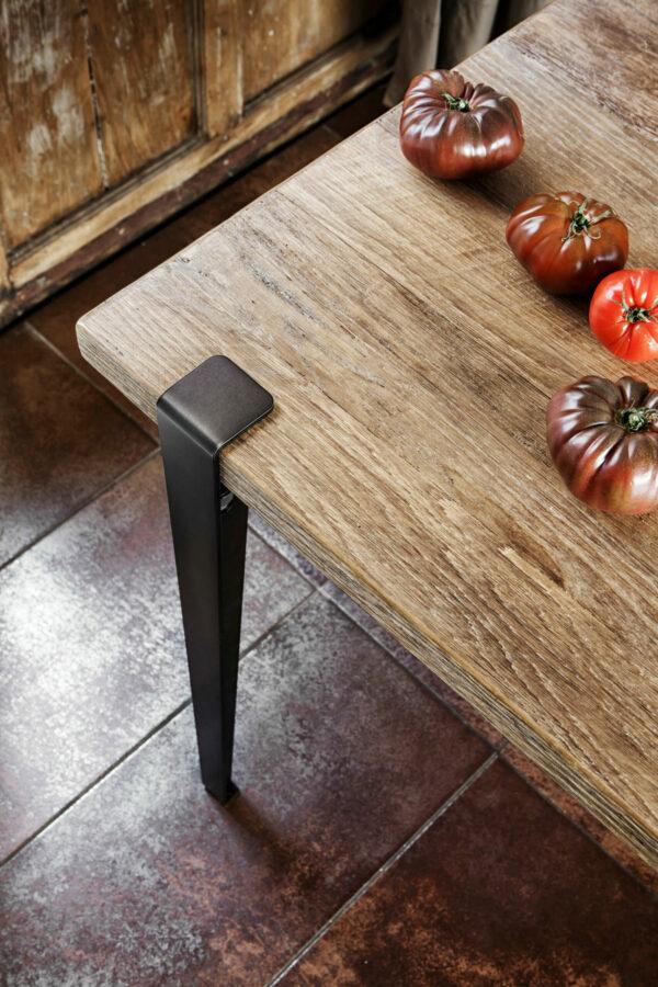 Table TIPTOE 150x75cm en vieux bois chêne et pied en acier patiné 75cm