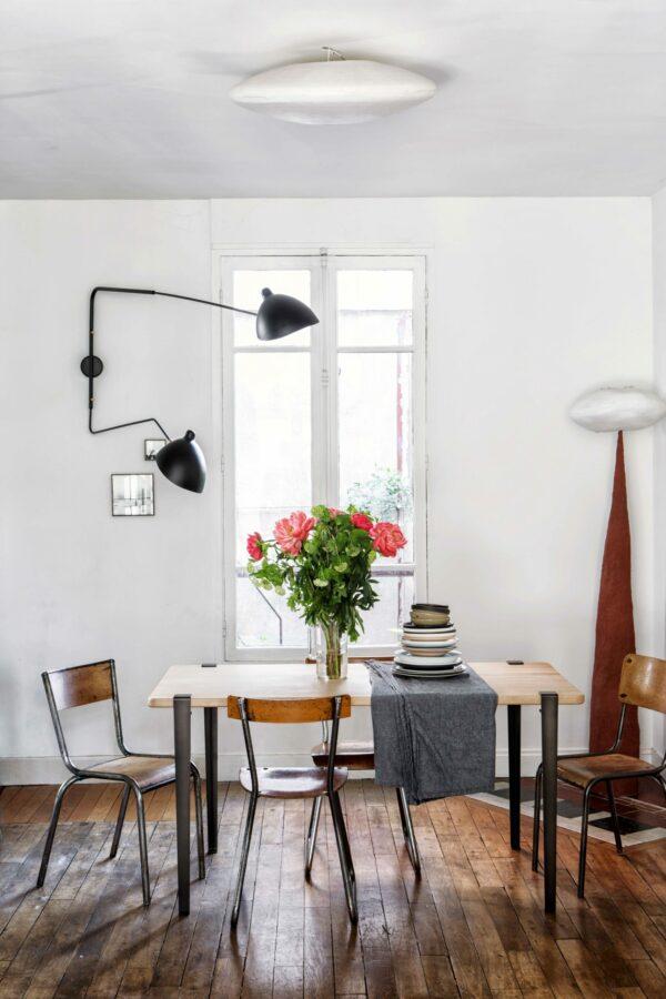 Table de salle à manger TIPTOE en chêne massif 150x75cm et pieds 75cm en acier patiné