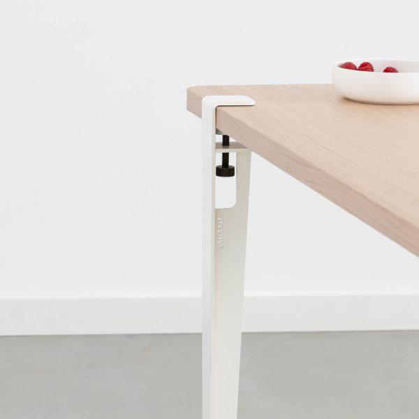 la table LOBO en chêne et pieds Blanc Nuage
