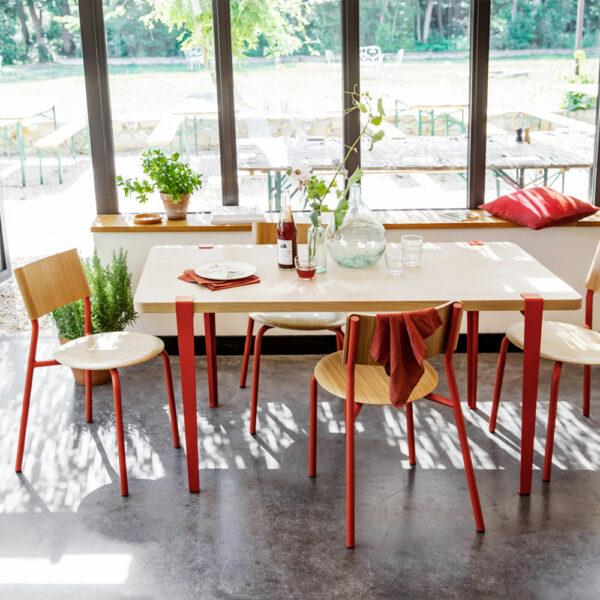 Table à manger design en acier coloré TIPTOE