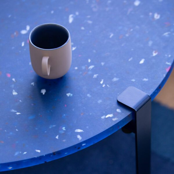 Plateau de table en plastique recyclé bleu TIPTOE
