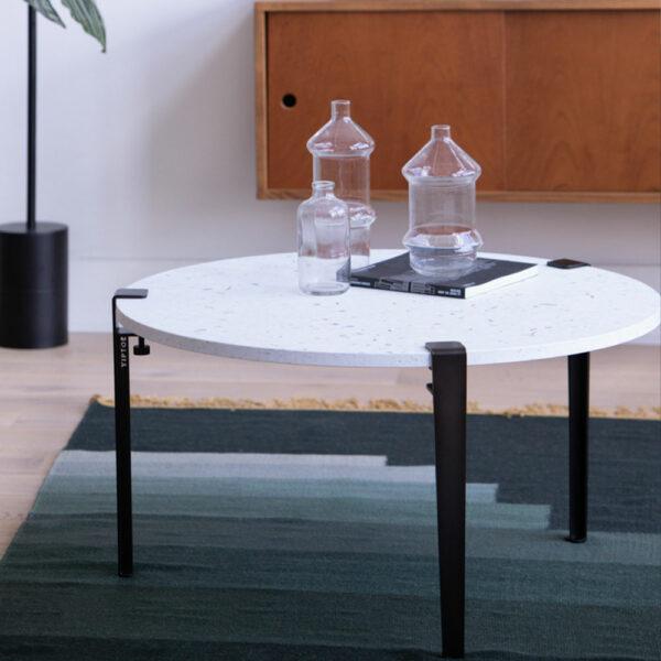 Table basse blanche avec pieds métal noir TIPTOE