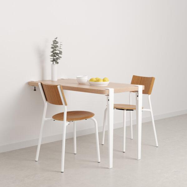 table murale blanc et chaises blanches