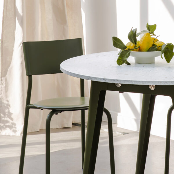 NEW MODERN round table - recycled plastic